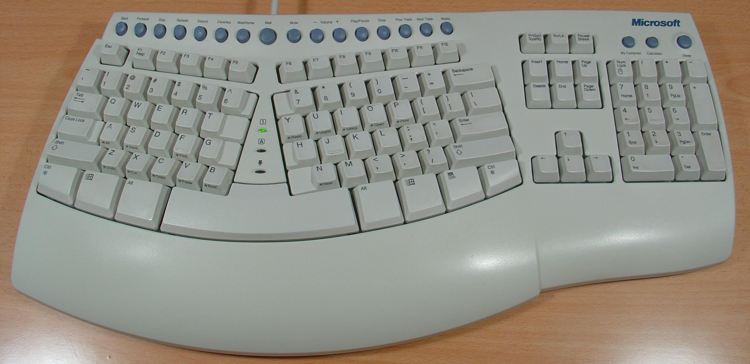 PC Classic Mini - Computador que nos leva de volta ao MS-DOS e jogos em disquete Microsoft_Natural_Keyboard_Pro_44161