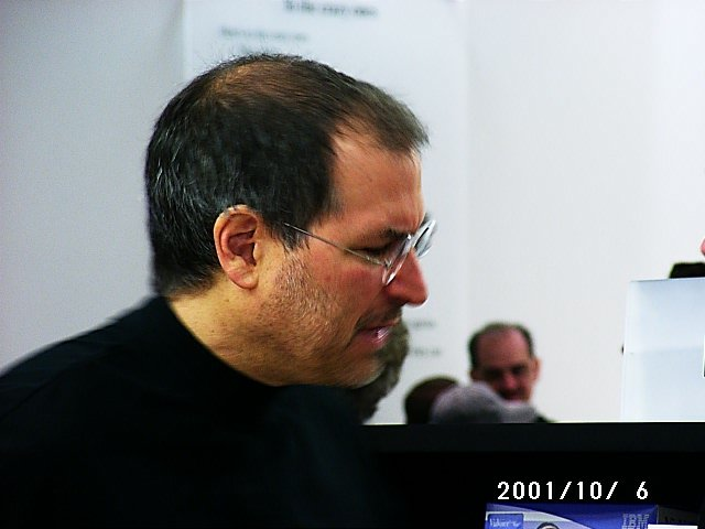apple store 2001 Steve Jobs 2